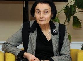 Prof. dr Jelisava Kalezić, bivša poslanica u Skupštini Crne Gore i profesorica na Univerzitetu Crne Gore, preminula je u 75. godini. Jelisava Kalezić je bila jedna od troje inicijatora (Petar Perović, prof. Gvozdenija Bogetić i prof. Jelisava Kalezić) i osnivača NVO AFINA – asocijacije za razvoj kreativnosti, koja je djelovala u Podgorici od decembra 1998. godine do 2006. godine. Autor je brojnih naučnih i stručnih radova, istraživanja i projekata. Od 2012 do 2016. godine bila je poslanica u crnogorskom parlamentu.